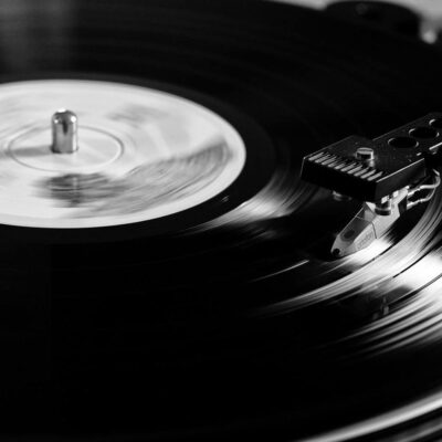 10 Incredible Vinyls that You Need in Your Collection